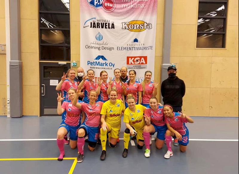 KP-Vedun liigajoukkue voittopelinsä jälkeen viime lauantaina.