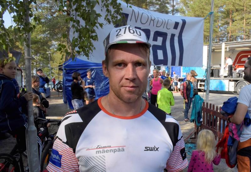 Pietarsaarelainen kestävyysurheilija Hans Mäenpää on kärsinyt koronan jälkioireista.