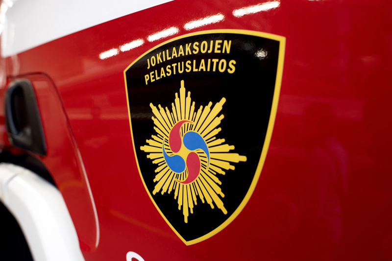 Jokilaaksojen pelastuslaitos sammutti palavan liikennevälineen Nivalassa perjantaina.