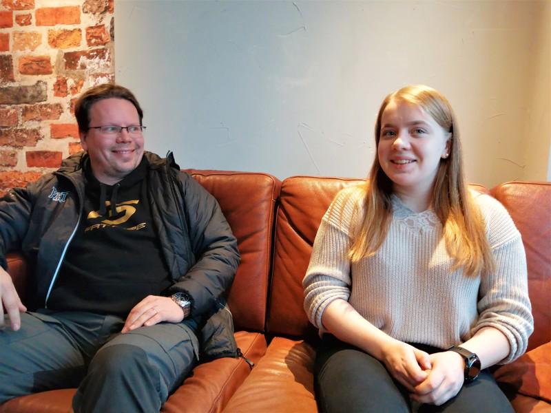Valmentajaisä Tomi Heikkisen kokemuksesta ja osaamisesta on Nina Heikkiselle korvaamaton apu.