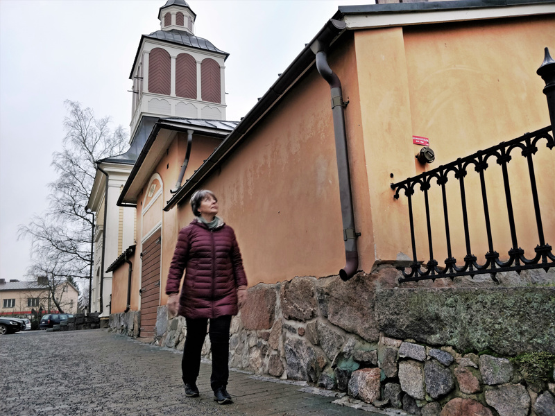 Hautaholvin tai ruumisvaunutalon ensimmäinen osa on katsellut kaupungin elämää tapulin vieressä jo vuodesta 1778 asti.