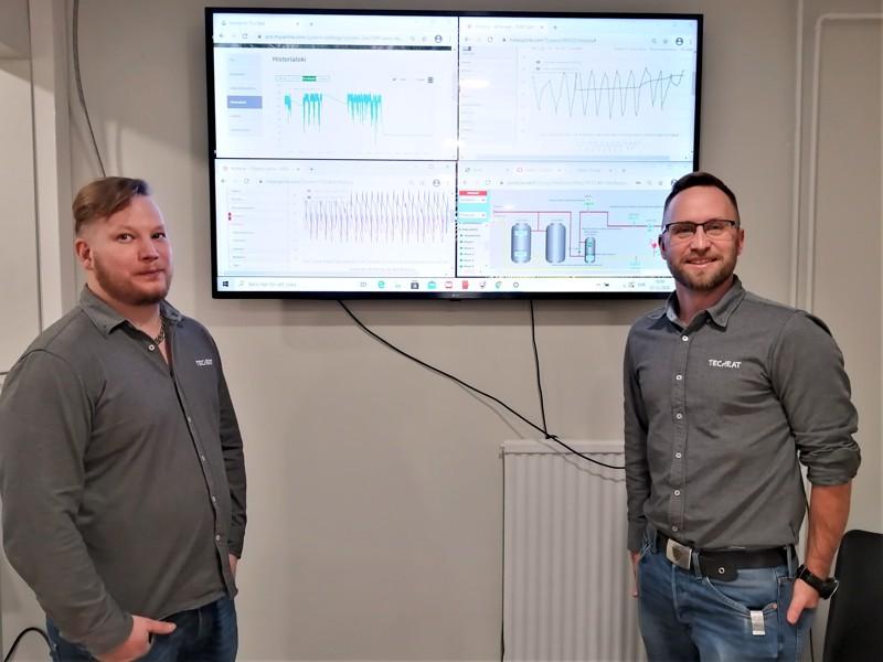 Toimitusjohtaja ja yrittäjä Frank Snellman (oikealla) ja Kim Wenman Techeatin valvomoruudun äärellä.