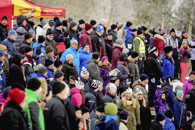 Yleisötapahtumat ovat Pohjois-Pohjanmaalla kiellettyjä 18. tammikuuta saakka. Hiihdon maakuntaviesti on suuri yleisötapahtuma, joka piti hiihtää loppiaisena Sievissä. Järjestäjät päättivät keskiviikkona siirtää kisat maaliskuulle.