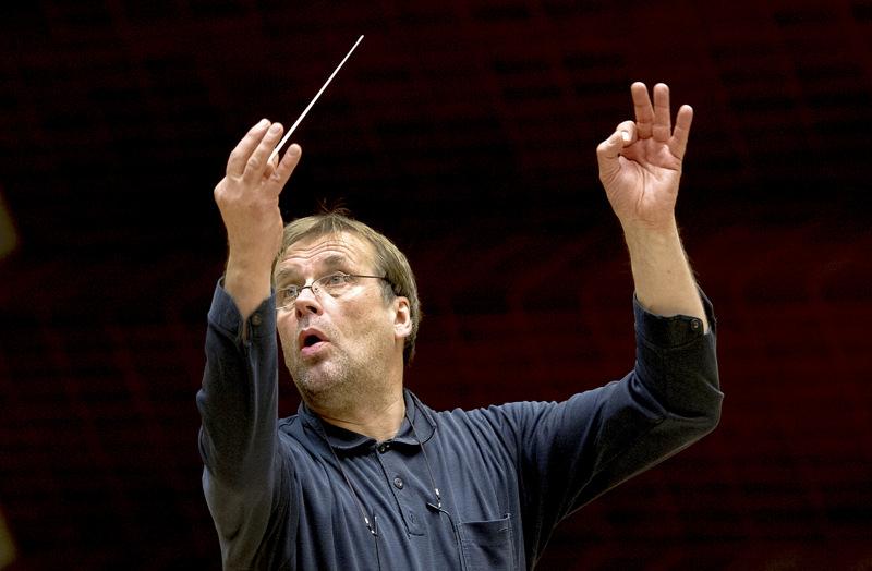 Timo Hannula sanoo J. S. Bachin ja Sibeliuksen sävellysten olevan aivan loputon aarreaitta, ja oma näkemys niihin vain syvenee iän myötä.