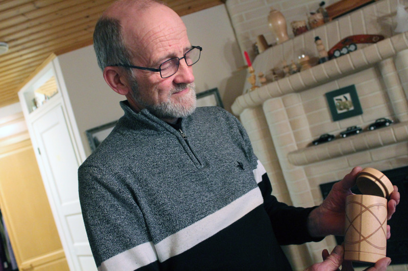 Esimerkkejä Myllylahden tekemistä kulhoista ja karkkikupeista.
