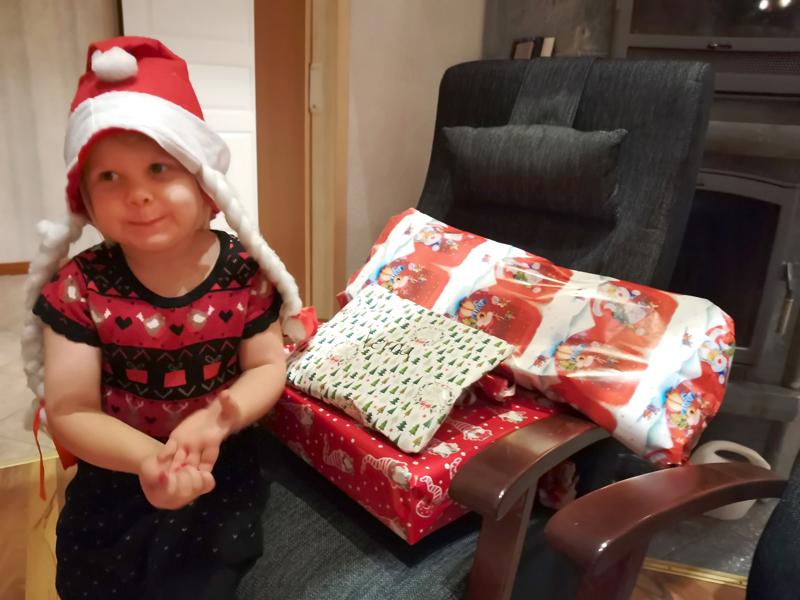 Verna Nokela ei päässyt tänä jouluna pukin kanssa yhdessä jakamaan lahjoja, mutta onnistui se itsekin.