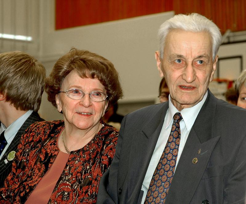 Maaherra ja rouva Liisa ja Ahti Pekkala olivat Ahtin eläkevuosina aktiivisesti mukana Haapaveden ja lähialueen tapahtumissa, vaikka Ahti ei päivänpolitiikkaan puuttunutkaan. Kuva on Oulaisista Keskustan piirikokouksesta vuodelta 2006.