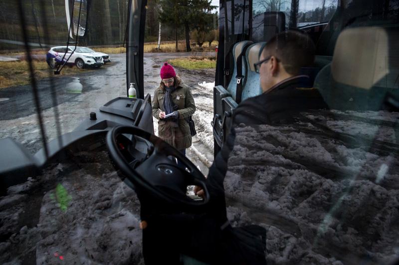 Toimittaja Päivi Savela otti selvää, millainen yritys on Jyväskylän reitillä nykyään liikennöivä Liikenne Huovari, jonka varikko on Ylivieskassa.