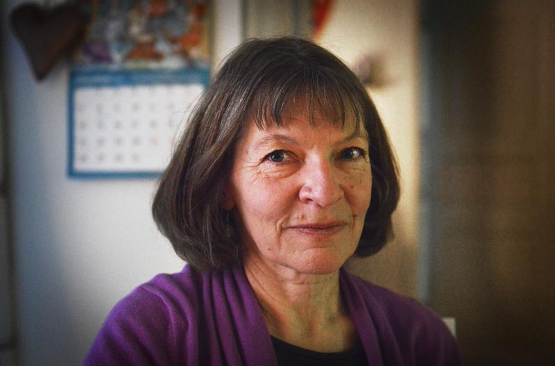 Anne Harvala purki suruaan tekemällä remonttia ja pihatöitä. Nyt hän asuu uudessa kodissa Ylivieskan keskustassa.