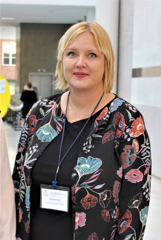 Åsa Wallendahlin kansainvälinen työkokemus on mittava. Hän uskoo siitä olevan hyötyä myös Pietarsaaren johdossa.