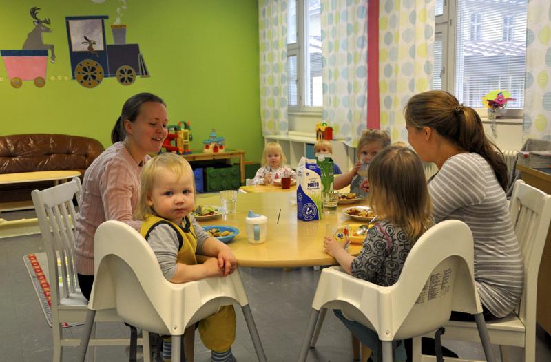 Eskolan Kyläpalvelu Oy on Eskolan kylän asukkaiden ja muiden kannattajien yhteisesti omistama yritys ja yhteisöllisesti tuotettujen lähipalveluiden pioneeri Suomessa. Tällä hetkellä palveluvalikoimaan kuuluu muun muassa Päiväkoti Tenavatalli.