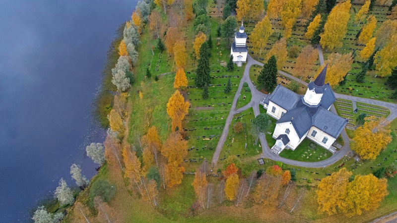 Dronelennättimiin voi kiinnittää kameran, jolloin upeat maisemakuvat on taattu. Veijo Toivoniemi on ikuistanut dronellaan Haapajärven kirkon.