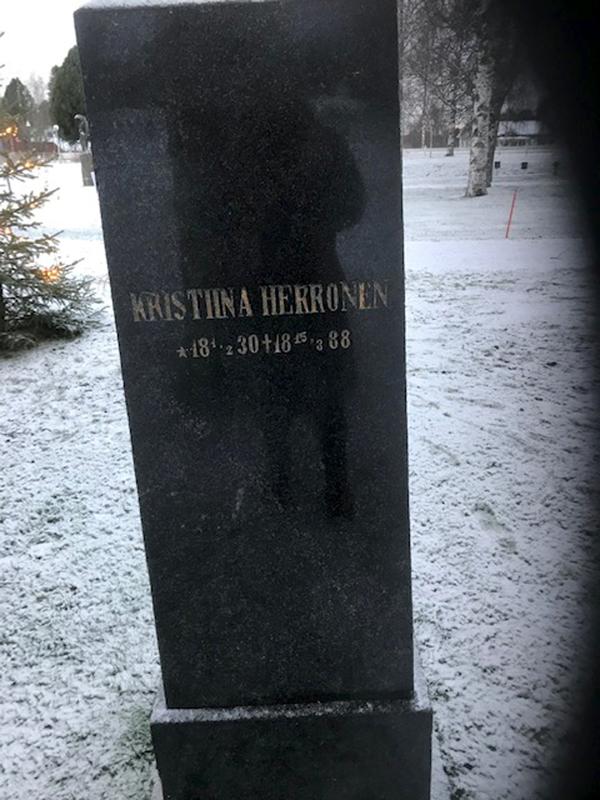 Joseph Johnsonin (Jooseppi Herrosen) äidin Kristiina Herrosen hautakivi Kälviän hautausmaalla