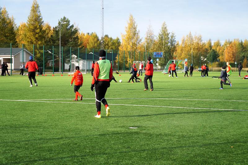 FC-92:n joukkueet pelaavat ja harjoittelevat jatkossakin pääyhteistyökumppaninsa mukaan nimetyllä DEN-areenalla. Yrityksen ja seuran yhteistyösopimuksessa on määritelty, että tuki ohjataan nimenomaan lasten ja nuorten toimintaan.