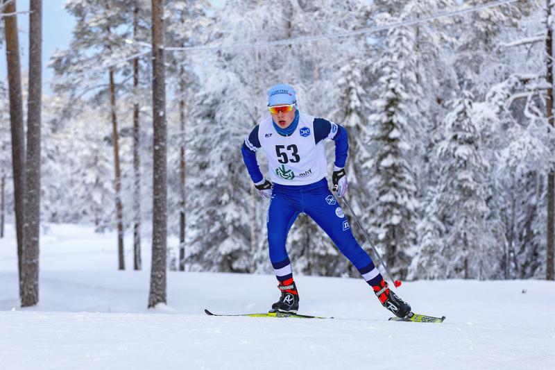Ville Nieminen jäi yhteislähtökisan alussa sumppuun, mutta osoitti hyvät kilpailuhermot ja pystyi toisella kierroksella nousemaan palkintosijoille. Arkistokuva.