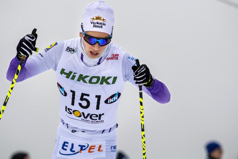 Sieviläislähtöisen Miska Poikkimäen piti kisata nuorten SM-mitaleista nykyisillä kotiladuillaan, mutta maanantaina tiedotettiin kisojen siirtymisestä.