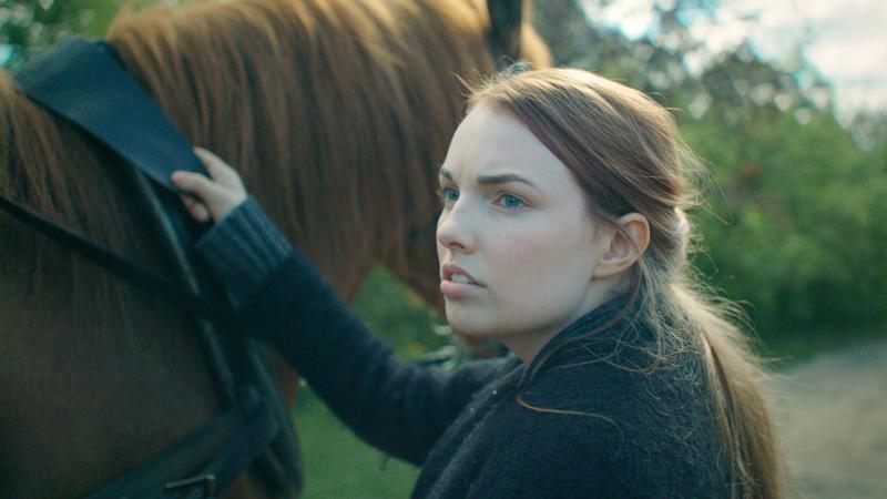 Elokuvaballadin neidolle jää vain hevosensa.