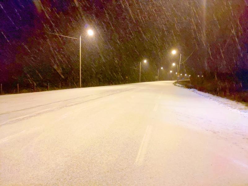 Lumisade jatkuu keskiviikkoon saakka. Ajokeli muuttuu erittäin huonoksi.