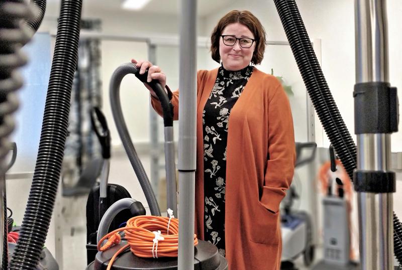 Yrittäjyys puhtausalalla tuntui Nina Brännströmille omalta jutulta heti ensihetkistä asti. BrightKem Oy:n avajaisia vietettiin Ristisuonraitilla viime helmikuussa.