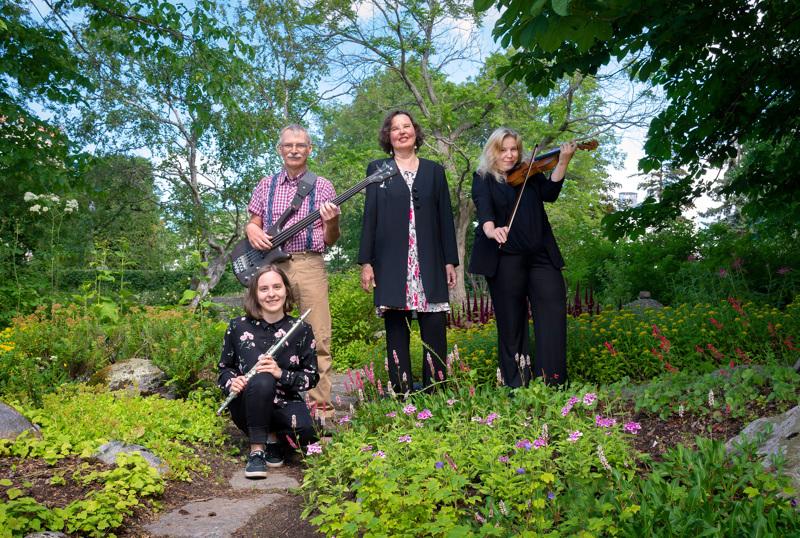 Valosydän-kvartetti kesäisissä tunnelmissa. Vasemmalta Emmi Haapamäki, Markku Lönngren, Pia-Lena Leskinen ja Heli Kivistö.
