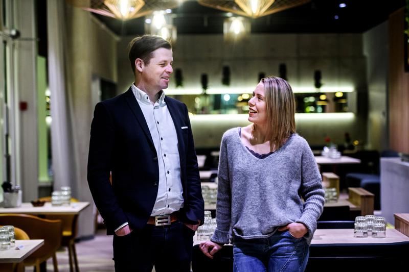 KIP Academy järjestää luksusmarkkinoinnin koulutuksen. Kuvassa KIP Servicen koulutuspäällikkö Jonas Sandlin ja KIP:n markkinointipäällikkö Johanna Hylkilä.