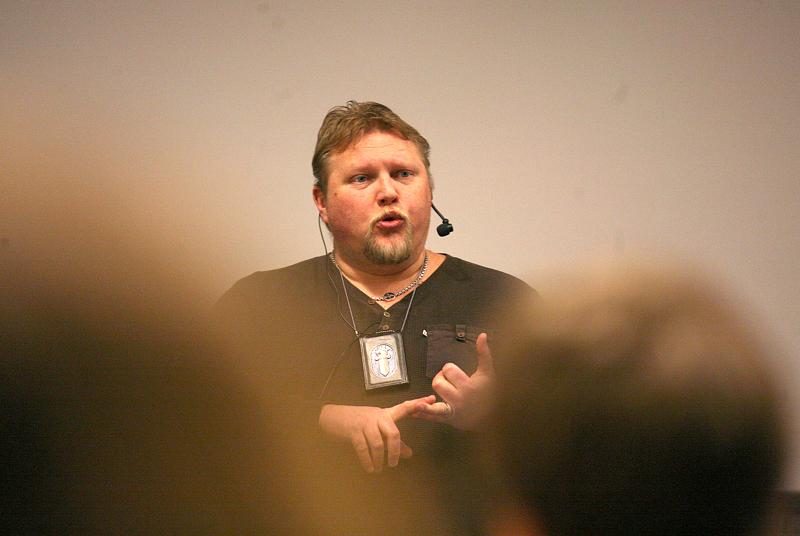 Päihdeillassa puhuu muun muassa koulupoliisi Juha Puurula.