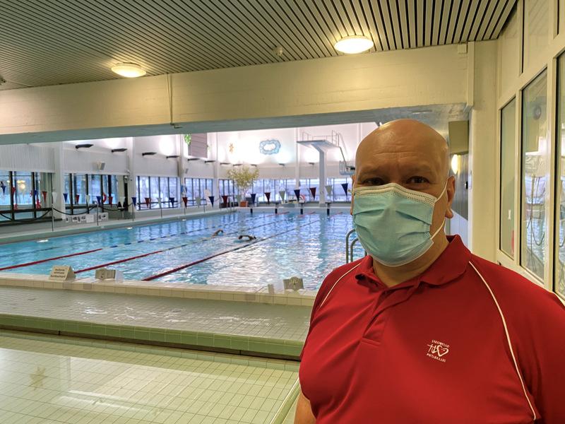 Mauri Vornanen kertoo, että kokkolalaisia käy nyt Pietarsaaressa uimassa.