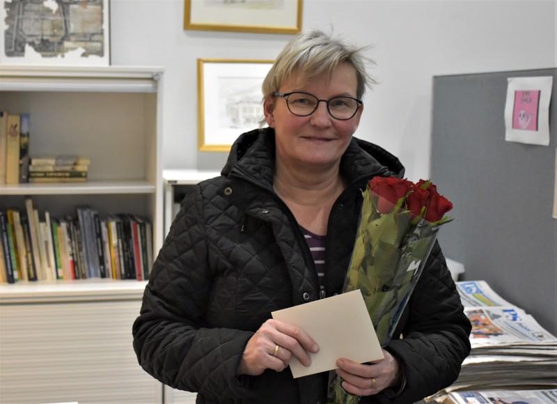 Palkintoarvonnassa onni suosi pietarsaarelaista Erja Isopahkalaa, joka aika sopivasti äänesti kakkoseksi sijoittunutta Ruusuoksantietä.