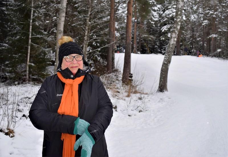 Opas Ulla Grönvall-Streng Vanhassa satamassa pulkkamäen luona. Lockanberg on saanut nimensä siitä, että aikoinaan ympärillä oli laitumia ja peltoja, ja oli helppo nousta maiseman korkeimmalle kohdalle ja kutsua sieltä lehmiä (Locka tulee ruotsinkielen sanasta kutsua tai houkutella).