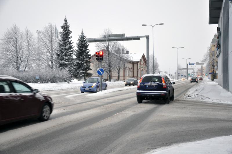 Liikennevalot muuttuvat jatkossa  vihreiksi hälytysajoneuvoille yhdellä napin painalluksella.
