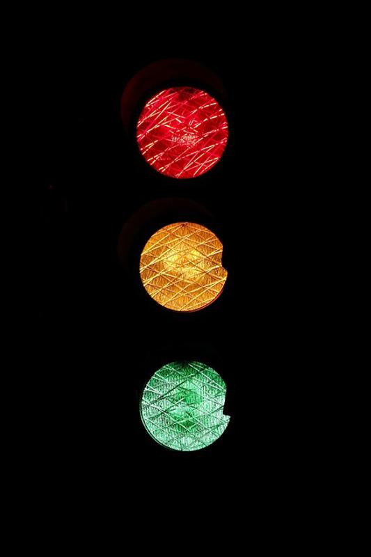 Liikennevalot muuttuvat jatkossa vihreiksi, jos hälytysajoneuvo painaa vihreää nappia.