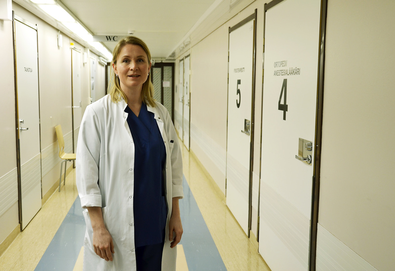 Gastrokirurgian poliklinikka sijaitsee Oulaskankaan sairaalan toisessa kerroksessa. Kuvassa gastrokirurgiaan erikoistuva lääkäri Sanna Siponen.