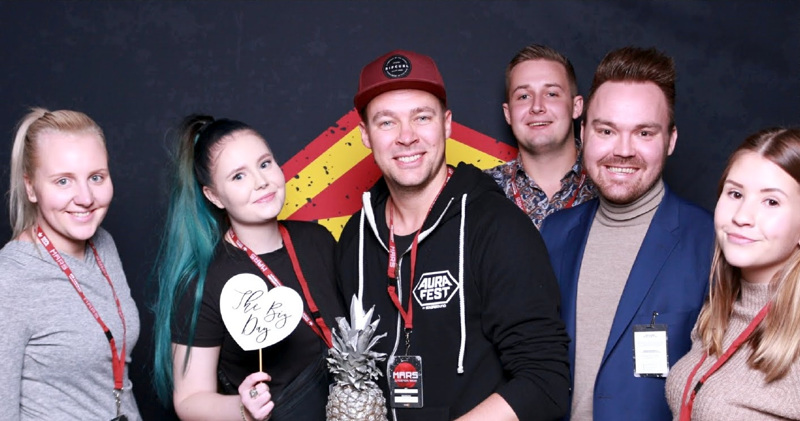 Kokkolan Viinijuhlia järjestävät Jenna Fyhr, Aini Kangas, Ari Myllyniemi, Valtteri Taipalus, Tommi Mäki ja Veronica Huhtanen.