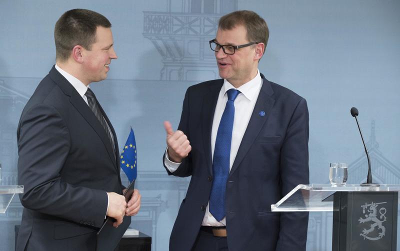 Viron pääministeri Jüri Ratas (vasemmalla) teki ensimmäisen valtiovierailunsa joulukuussa 2016 Suomeen. Kesärannassa hänet otti vastaan pääministeri Juha Sipilä.