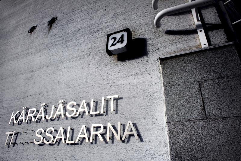 Kokkolalaisa nautatilallisia syytetään törkeästä eläinsuojelurikoksesta. Oikeudenkäynti järjestettiin Pohjanmaan käräjäoikeuden Kokkolan yksikössä.