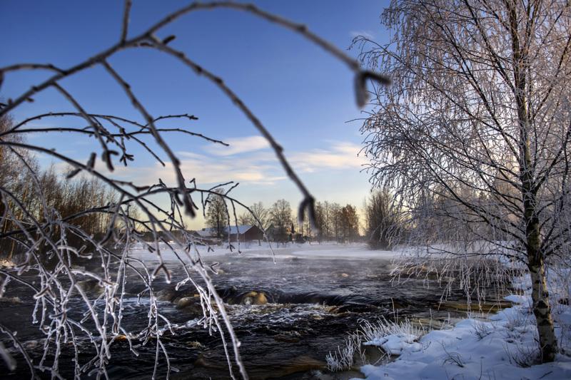 Alavetelissä Perhonjoen Murikankoskella oli torstaina hyytävän kaunis talvimaisema.