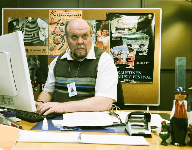 Yksin asuva Seppo (Hannu-Pekka Björkman) löytää ilon kansantanssiyhteisöstä.