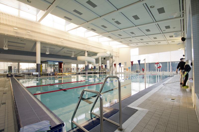 Nivalan uimahallissa jatketaan huoltotöitä sulun aikana, sillä uimareita ei altaaseen pääse ainakaan vielä tammikuun aikana. Sen sijaan hiihtolatuverkosto laajenee entisestään.