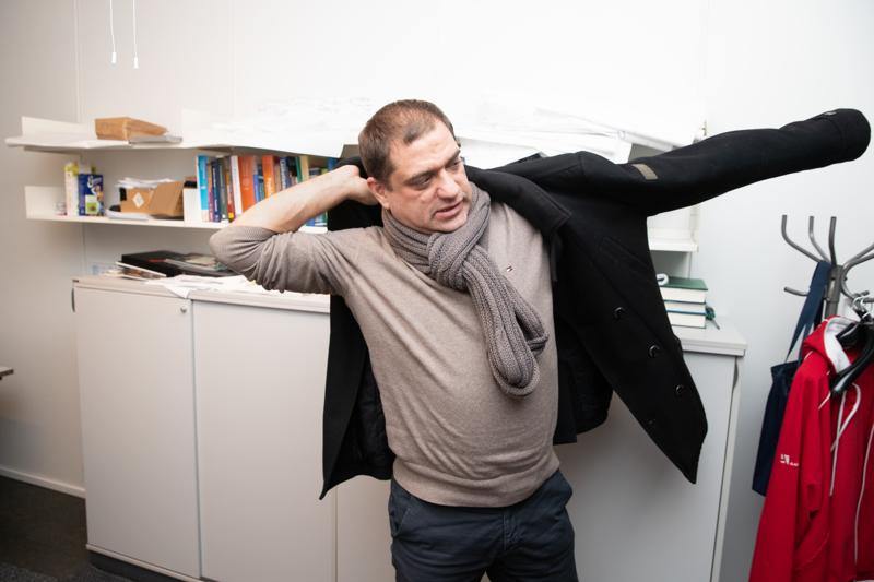 A-klinikka oy:n toimitusjohtaja ja lääketieteellisen johtajan Kaarlo Simonjoen mukaan sosiaalisen kontrollin puute voi lisätä etätöissä olevien ihmisten juomista.