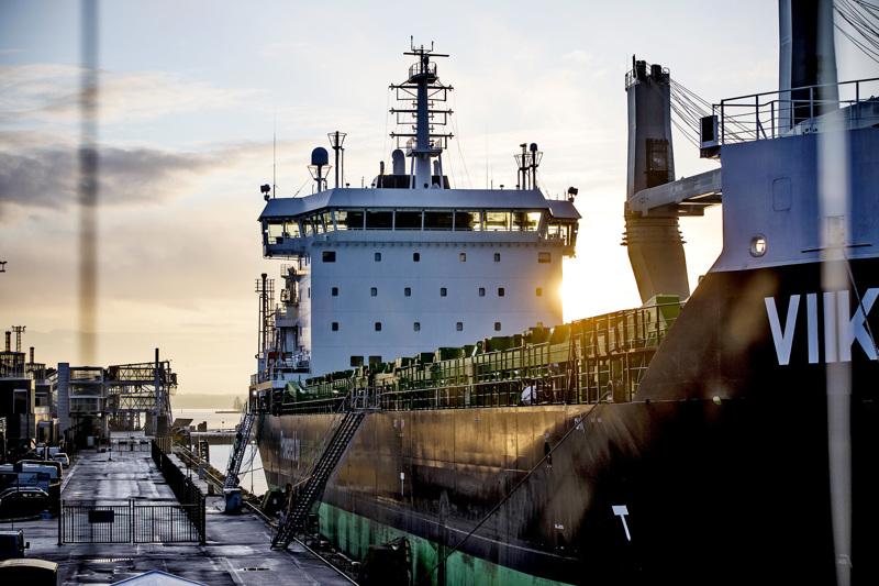 Tullissa odotetaan, että laivarahtiliikenne lähtee kunnolla käyntiin Britannian ja Suomen välillä. Vuoden alussa tavaraliikenteessä on ollut hiljaista. Arkistokuvassa ESL Shippingin irtolastilaiva Viikki Katajanokan laiturissa Helsingissä vuonna 2018.