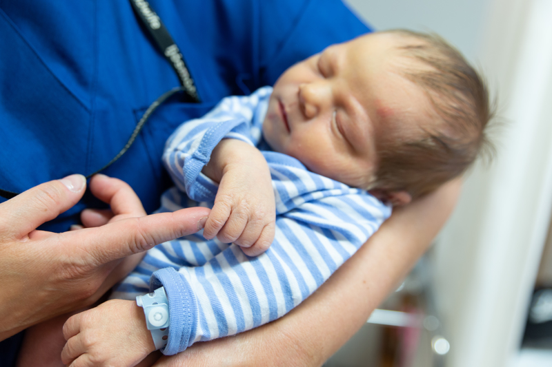 Suurin osa Nivalan vauvoista syntyy Kokkolasta, kuten tämä Keski-Pohjanmaan sosiaali- ja terveyspalvelukuntayhtymä Soiten kuva-arkistosta löytynyt pienokainen.