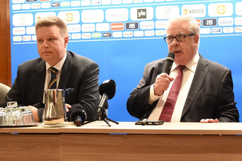 Kalervo Kummola (oik.) ja Harri Nummela kertoivat etäinfossa IIHF:n ratkaisusta viedä kevään MM-kisat pois Valko-Venäjältä