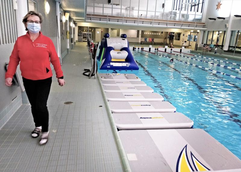 – Vesirata vie altaasta neljän uimaradan verran tilaa, joten sitä ei voida pitää jatkuvasti esillä, kertoo liikuntatoimen johtaja Tove Jansson.