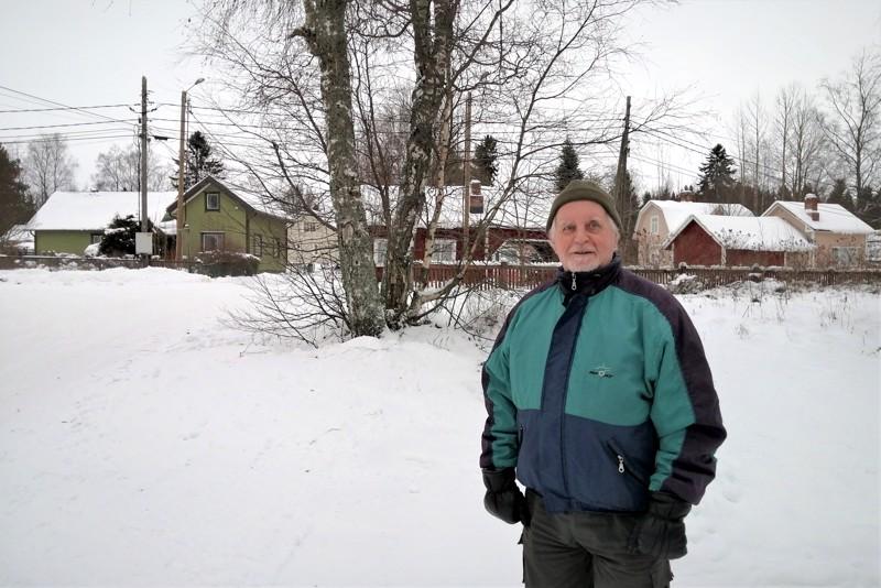 Karhunaukio on Karhusaaren sydän, jonka liepeiltä löytyi aikoinaan kolme kauppaa. Pentti Hienosen oma sydän sykkii näille näkymille.