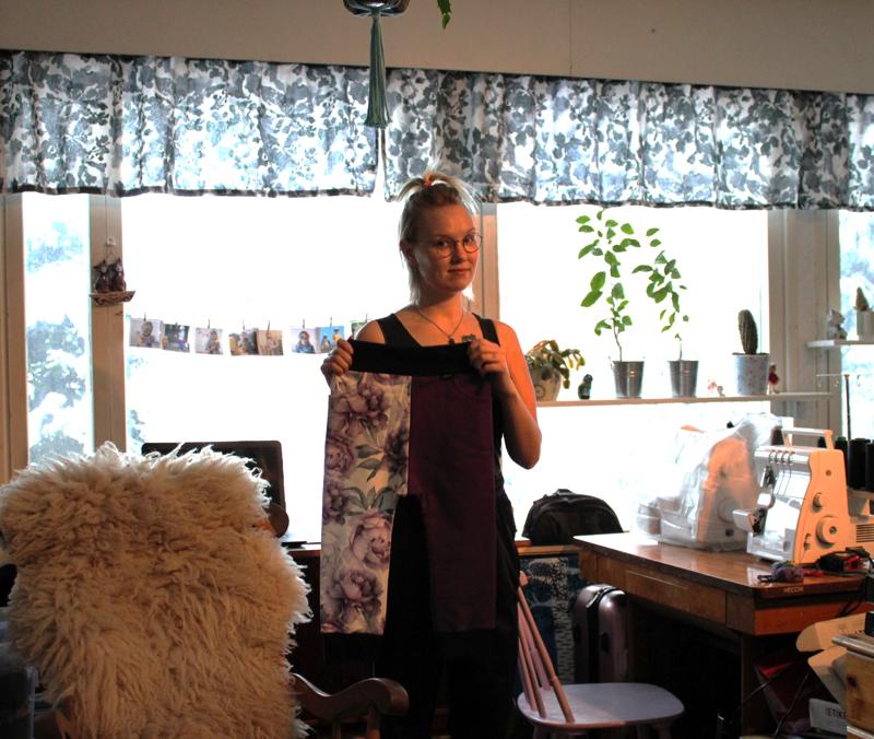 -Kuoseja yhdistelemällä voi saada peruspöksyihinkin mukavaa ilmettä, toteaa Siipsäin yrittäjä Elisa Parhankangas.