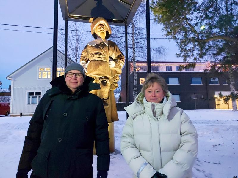 Kokkolan Energian toimitusjohtaja Mikko Rintamäki piti tilaisuudessa lahjoittajan puheenvuoron ja kaupunginjohtaja Stina Mattila otti lahjoituksen vastaan.