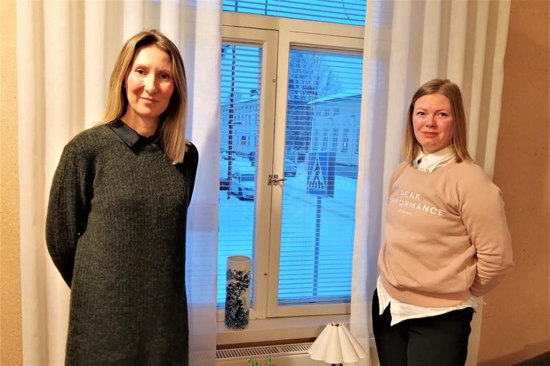 Mervi Bro ja Sofie Ena tarjoavat terapiapalveluita historiallisessa ympäristössä eli Isokadun ja Etelänummikadun kulmassa.