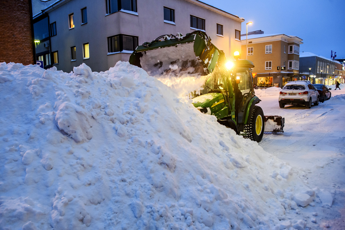 Kokkolan: `Sitten saattaa alkaa hiekoitussouvi 18 tunnin työvuoron...