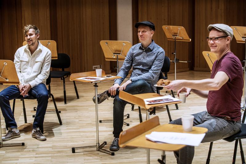 Syyskauden avauskonsertin kapellimestari Janne Nisonen, solisti Jukka Harju sekä säveltäjä Sebastian Hilli.