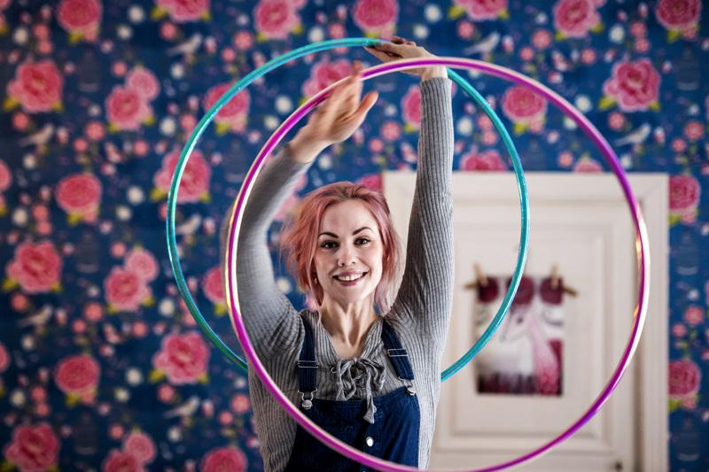 Sara Airolan mielestä kynnystä sirkusharrastuksen alottamiseen ei pidä laittaa liian korkealle